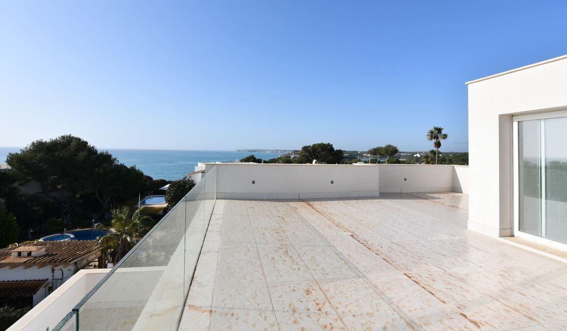 - New and modern villa with beautiful sea views in Cala D`Or
