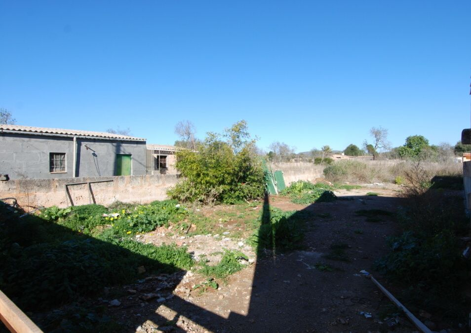 - Nice urban plot in a quiet street a few meters from the center of Santanyi