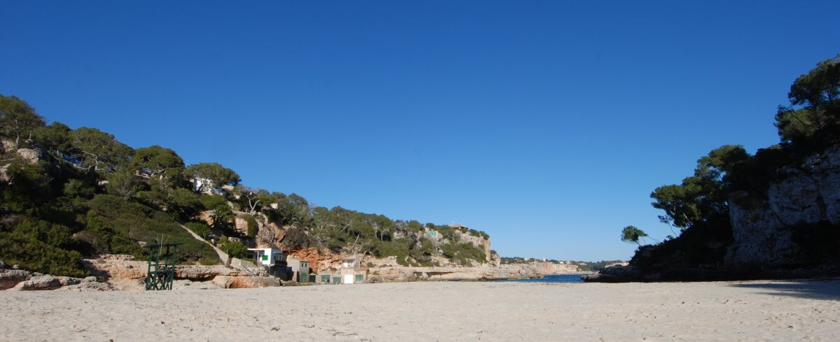 - Beautiful urban plot with project and construction license in Cala Llombards