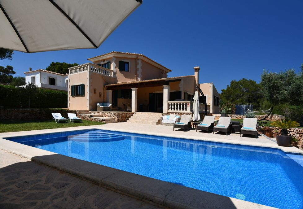- Fantastic and sunny villa with nice garden and pool in Santanyi