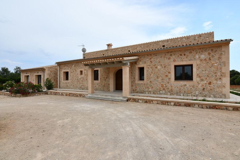 - Beautiful new built country house with guest house close Campos