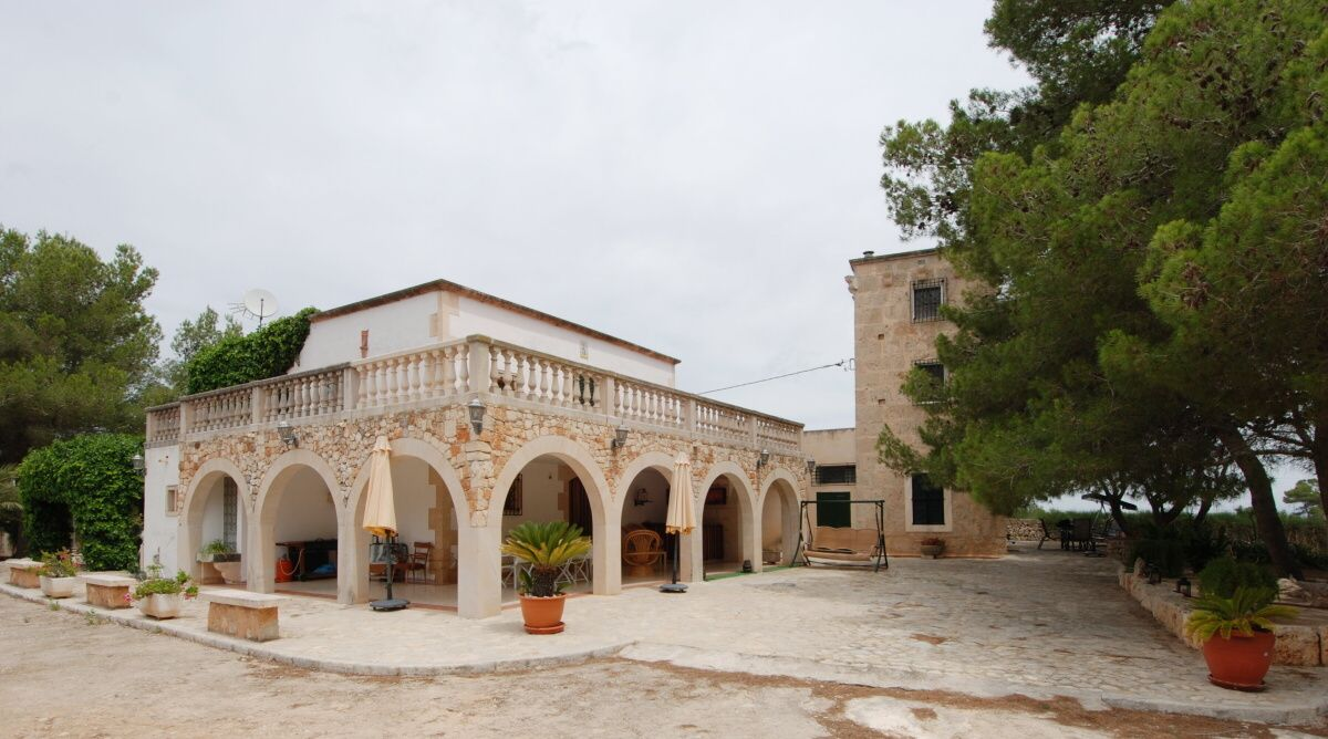 - 2 totally independent country houses located 400m from Ses Covetes