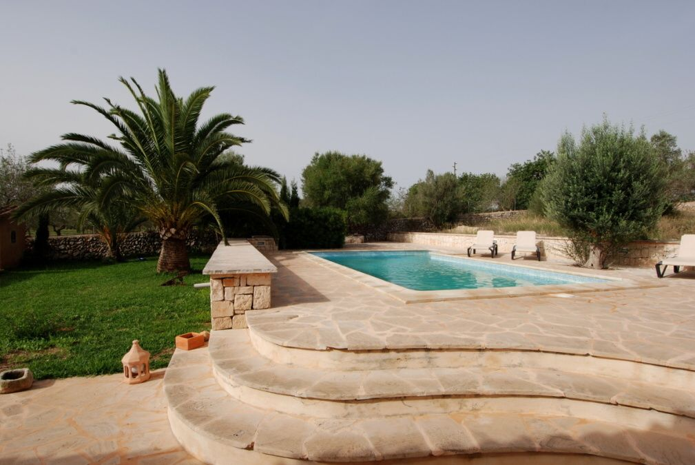 - Pleasant country house with beautiful garden and pool in Alqueria Blanca