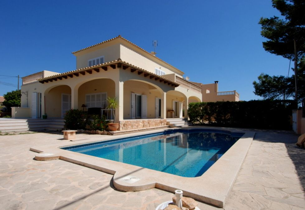 - Villa in a quiet street in Cala Llombards with beautiful views to the sea