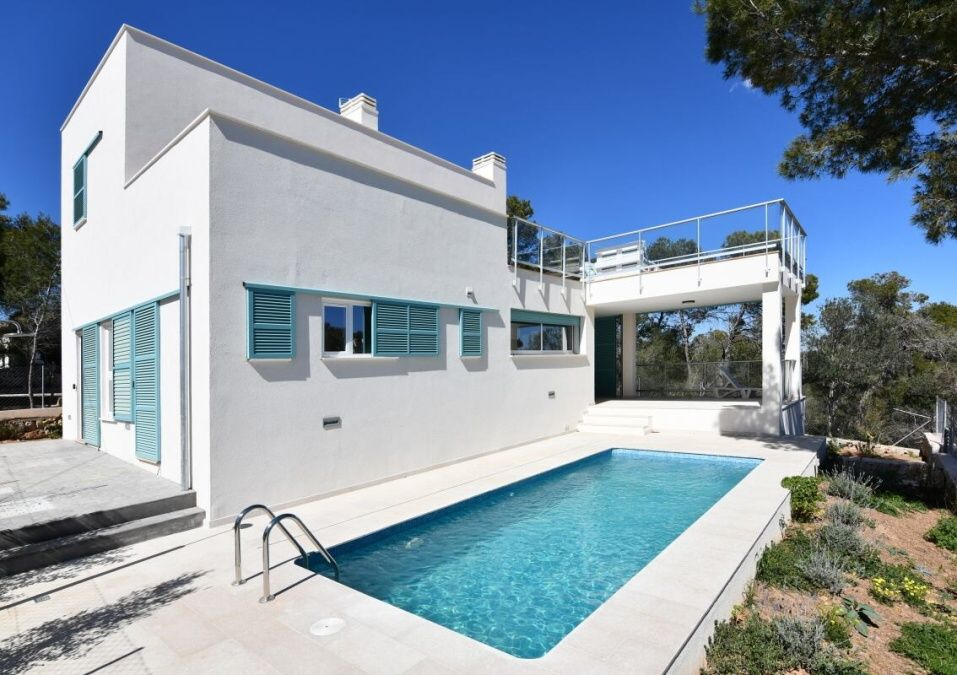 - Modernes und helles House mit Pool in Cala Llombards